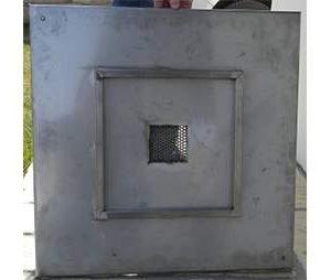 Rozsdamentes aknafedlap burkolható tálcával 70x70 cm